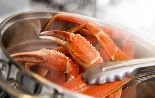 Cooking crab in pot
